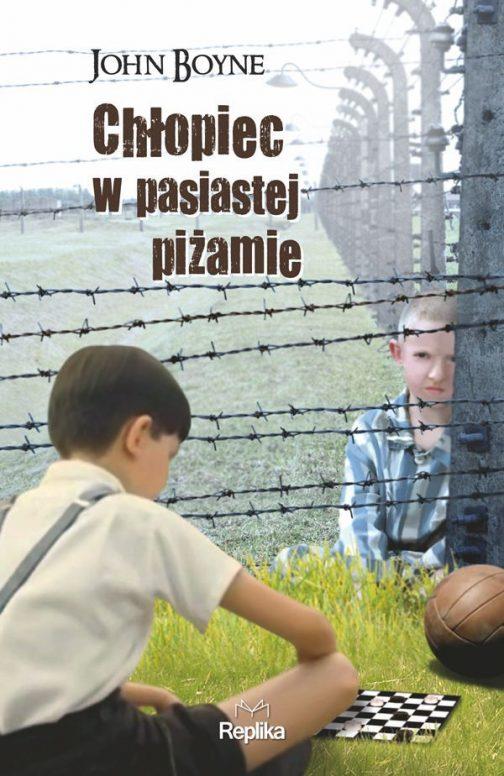 chlopiec_w_pasiastej_pizamie